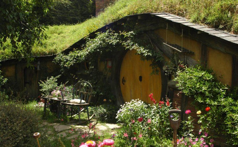 Hobbithaus mit Garten | Blogbeitrag Werbelektorat und Lektorat Berlin